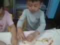 cooking-開始擺上毛毛蟲的各部位 (5)